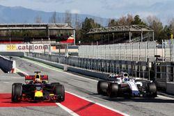(L to R): Daniel Ricciardo, Red Bull Racing RB13 and Felipe Massa, Williams FW40 in the pits