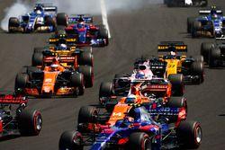 Marcus Ericsson, Sauber C36, locks-upasses a front wheel at the rear of the pack. Carlos Sainz Jr., Scuderia Toro Rosso STR12, a midfield group of Fernando Alonso, McLaren MCL32, Sergio Perez, Sahara Force India F1 VJM10, Stoffel Vandoorne, McLaren MCL32, Nico Hulkenberg, Renault Sport F1 Team RS17, Jolyon Palmer, Renault Sport F1 Team RS17