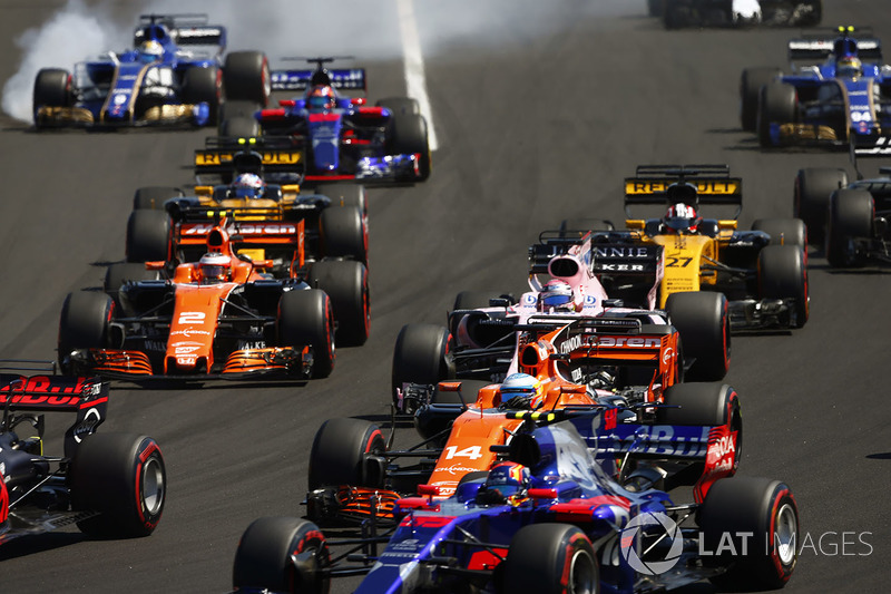 Marcus Ericsson, Sauber C36, locks-upasses a front wheel at the rear of the pack. Carlos Sainz Jr., Scuderia Toro Rosso STR12, a midfield group of Fernando Alonso, McLaren MCL32, Sergio Perez, Sahara Force India F1 VJM10, Stoffel Vandoorne, McLaren MCL32, Nico Hulkenberg, Renault Sport F1 Team RS17, Jolyon Palmer, Renault Sport F1 Team RS17