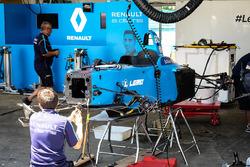 The Renault eDAMS team at work on the damaged car of Sébastien Buemi, Renault e.Dams