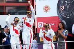 Podio: Ganador de la carrera #25 Audi Sport Team Sainteloc Racing Audi R8 LMS: Markus Winkelhock, Ch