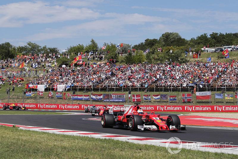 Sebastian Vettel, Ferrari SF70H, precede, Kimi Raikkonen, Ferrari SF70H