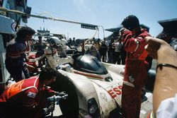 Эрик Элари, Кристоф Бушю, Джефф Брэбэм, Peugeot Sport, Peugeot 905 (№3)
