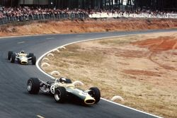 Джим Кларк, Team Lotus 49 Ford, и Грэм Хилл, Team Lotus 49 Ford