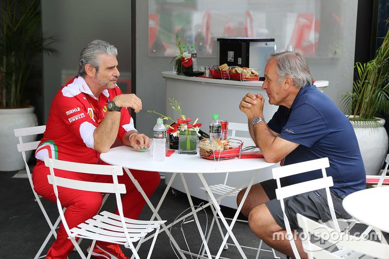 Giorgio Piola avec Maurizio Arrivabene, team principal Ferrari