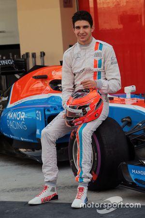 Esteban Ocon, Manor Racing at a team photograph