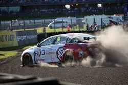 Crash: Aron Taylor-Smith, Triple Eight Racing MG Motor MG 6 GT