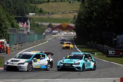 Данкан Энде, Icarus Motorsports, SEAT León TCR, и Роб Хафф, Leopard Racing Team WRT, Volkswagen Golf