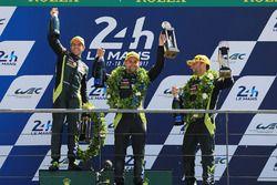 GTE Pro podium: primero, Darren Turner, Jonathan Adam, Daniel Serra, Aston Martin Racing