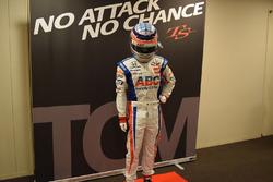 佐藤琢磨のレーシングスーツ展示