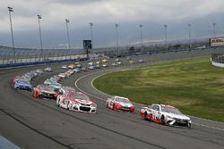 Denny Hamlin, Joe Gibbs Racing Toyota and Kyle Larson, Chip Ganassi Racing Chevrolet green flag star