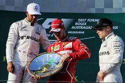 Podio: Sebastian Vettel, Ferrari, Lewis Hamilton, Mercedes AMG F1, Valtteri Bottas, Mercedes AMG F1