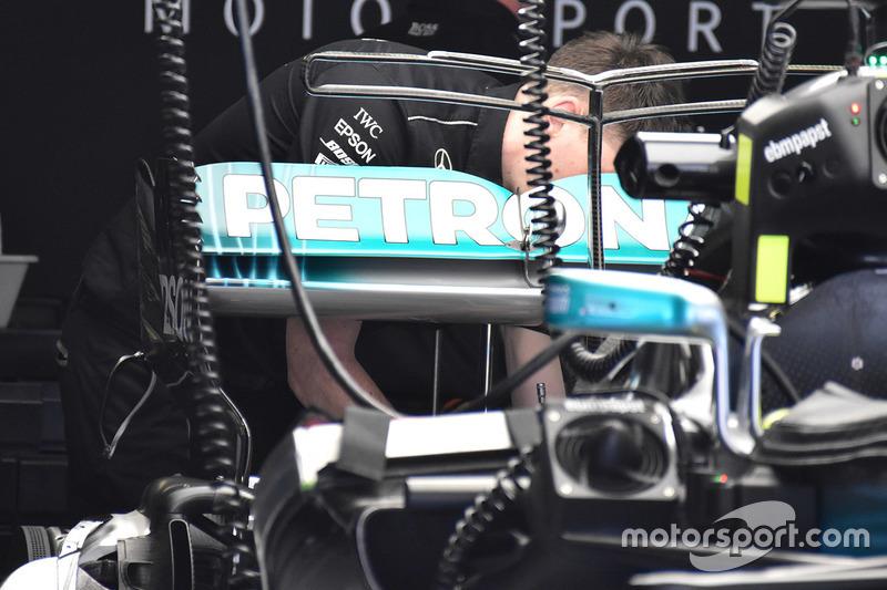 """تفاصيل الجناح الخلفي لسيارة مرسيدس """"دبليو08"""""""