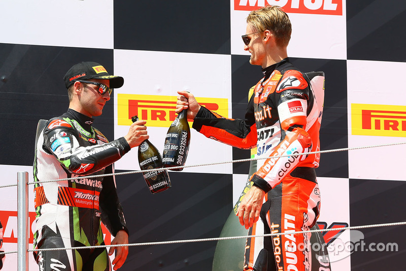 Podio: il vincitore della gara Chaz Davies, Ducati Team, il secondo classificato Jonathan Rea, Kawasaki Racing, il terzo classificato Marco Melandri, Ducati Team