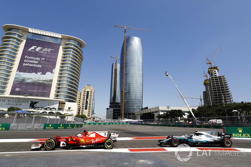 Sebastian Vettel, Ferrari SF70H, Valtteri Bottas, Mercedes AMG F1 W08, escono dalla pit lane