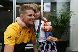 Nico Hulkenberg, Renault Sport F1 Team conoce una fan