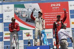 Podio Gara 1: il vincitore Ian Rodriguez Wright, DRZ Benelli, il secondo classificato Marcus Armstrong, Prema Power Team, il terzo classificato Artem Petrov, DR Formula