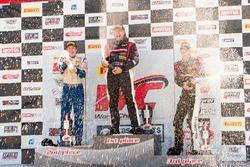 Podio TCB: il primo classificato P.J. Groenke, TechSport Racing, il secondo classificato Jake Pipal,