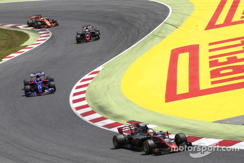 Kevin Magnussen, Haas F1 Team VF-17, Carlos Sainz Jr., Scuderia Toro Rosso STR12, Romain Grosjean, Haas F1 Team VF-17, Fernando Alonso, McLaren MCL32