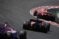 Sebastian Vettel, Ferrari SF70H, Fernando Alonso, McLaren MCL32, Sergio Pérez, Sahara Force India F1