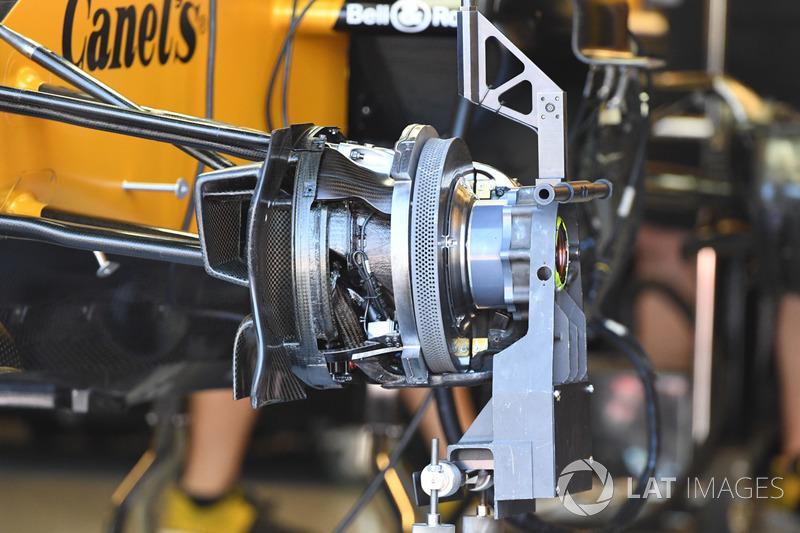 """تفاصيل علبة المكابح الأماميّة لسيارة رينو """"آر.اس17"""""""