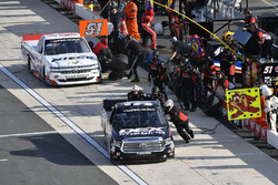 Boxenstopps: Harrison Burton, Kyle Busch Motorsports, Toyota;, T.J. Bell, Niece Motorsports, Chevrol