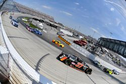 Paul Menard, Richard Childress Racing Chevrolet, Michael McDowell, Leavine Family Racing Chevrolet,