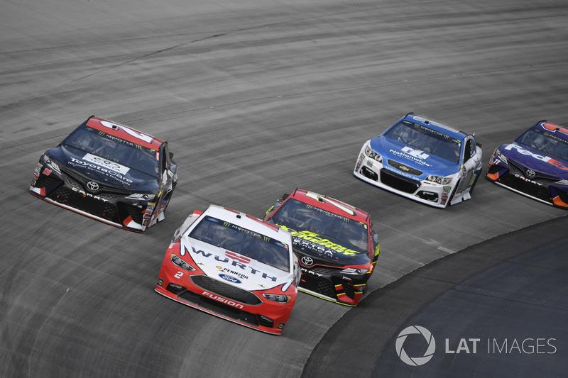 Brad Keselowski, Team Penske, Ford; Matt Kenseth, Joe Gibbs Racing, Toyota; Erik Jones, Furniture Row Racing, Toyota