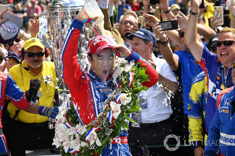 Takuma Sato, Andretti Autosport Honda merayakan kemenangannya
