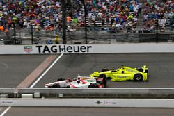 Джеймс Дэвисон, Dale Coyne Racing Honda, и Симон Пажено, Team Penske Chevrolet
