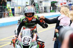 Ganador de la carrera Tom Sykes, Kawasaki Racing