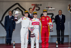 Podium: race winner Nyck De Vries, Rapax, second place Johnny Cecotto, Rapax, third place Gustav Mal