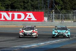 Норберт Михелиц, M1RA, Honda Civic TCR, и Жан-Карл Вернэ, Leopard Racing Team WRT, Volkswagen Golf G