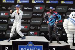 Подиум: Джакомо Альтоэ, M1RA, и Стефано Комини, Comtoyou Racing