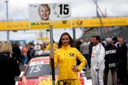 Grid girl de Augusto Farfus, BMW Team RMG, BMW M4 DTM