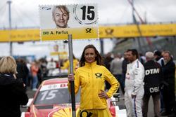 Grid girl van Augusto Farfus, BMW Team RMG, BMW M4 DTM
