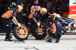 Замена шин в команде Honda