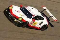 №911 Porsche Team North America Porsche 911 RSR: Патрик Пиле, Дирк Вернер, Фредерик Маковецки