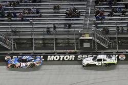 Kyle Busch, Joe Gibbs Racing Toyota e Tyler Reddick, Chip Ganassi Racing Chevrolet
