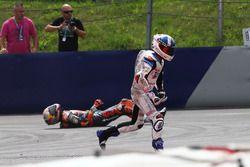 Crash of Bo Bendsneyder, Red Bull KTM Ajo and John McPhee, British Talent Team