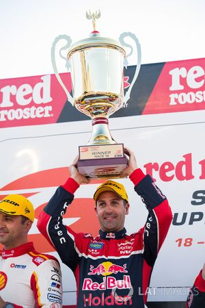 Podyum: Yarış galibi Jamie Whincup, Triple Eight Race Engineering Holden