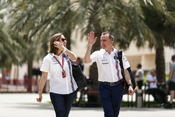 Заместитель руководителя команды Williams Клэр Уильямс и технический директор команды Падди Лоу