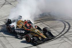 Ganador de la carrera James Hinchcliffe, Schmidt Peterson Motorsports Honda