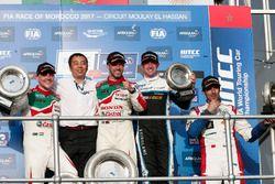 Podyum: 1. Tiago Monteiro, Honda Racing Team JAS, Honda Civic WTCC, 2. Norbert Michelisz, Honda Raci