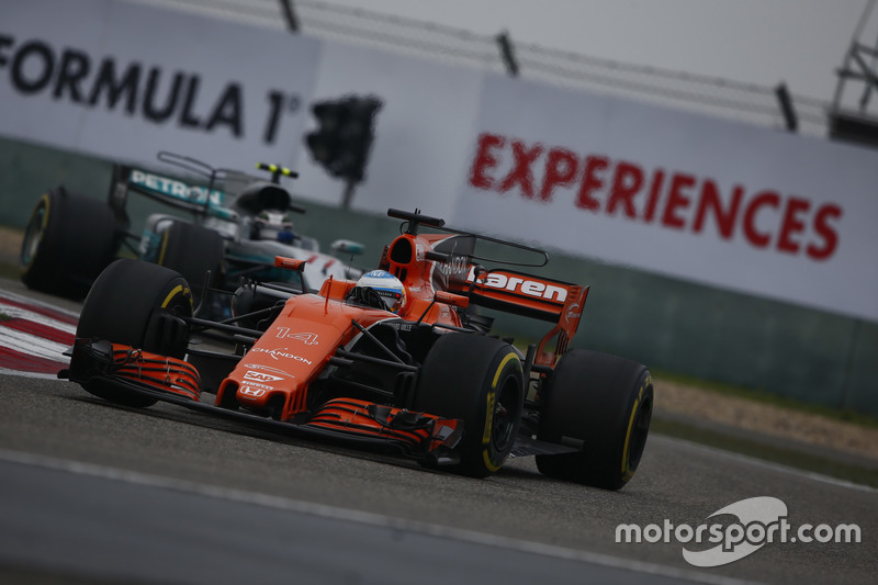 Alonso hits back