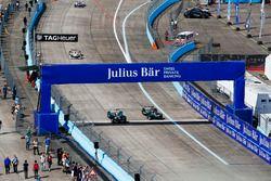 Nelson Piquet Jr., NEXTEV TCR Formula E Team, leads Adam Carroll, Jaguar Racing
