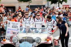 Гонщики United Autosports Фил Хэнсон, Филипе Альбукерк и Пол ди Реста