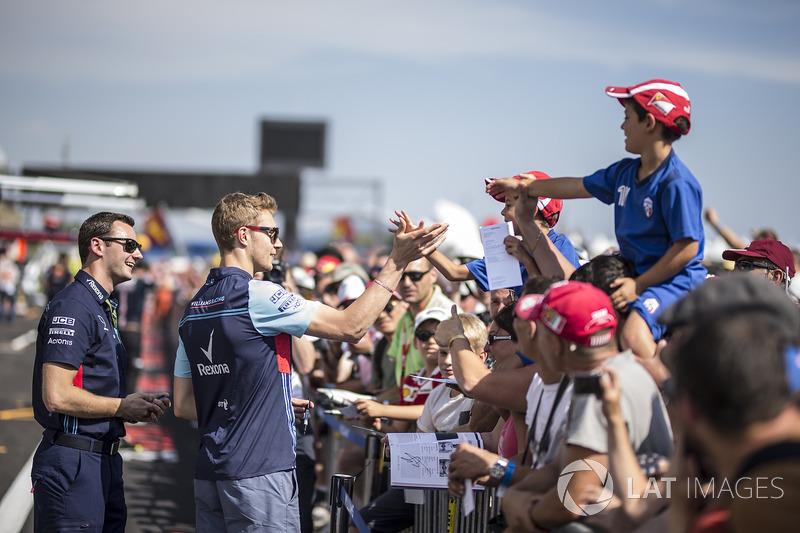 Sergey Sirotkin, Williams, signe des autographes