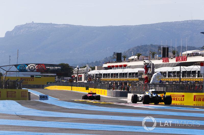Sebastian Vettel, Ferrari SF71H, y Lance Stroll, Williams FW41