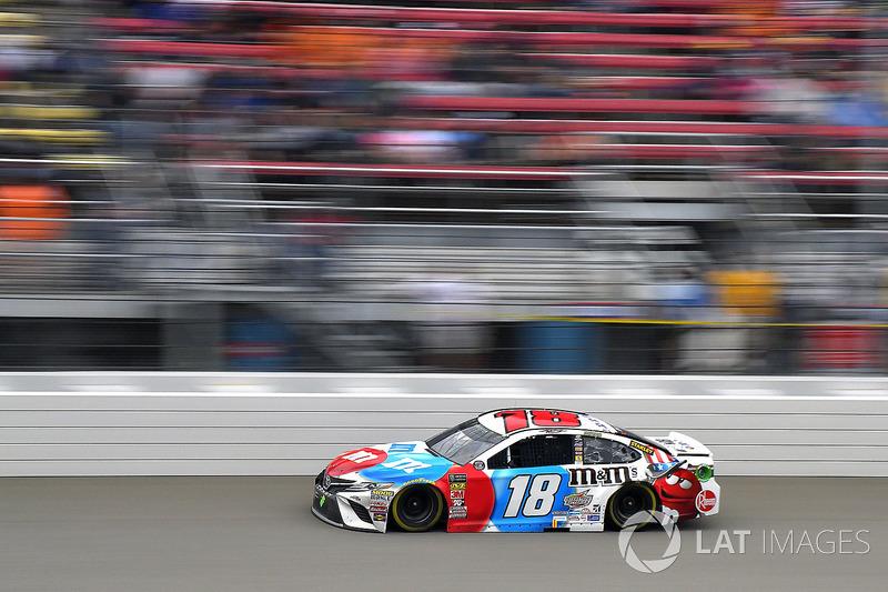 Kyle Busch, Joe Gibbs Racing, Toyota Camry M&M's Red White & Blue